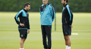 Robert Pires On The Right