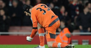 Petr Cech Celebrates Breaking David James Clean Sheet Record